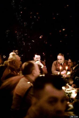 NAZI-CHRISTMAS-PARTY-1941-adolf-hitler.jpg