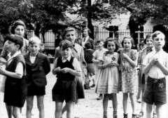 Theresienstadt, Czechoslovakia, Jewish children that were photographed by the International Red Cross's committee of inquiry who visited the ghetto on 23-07-1944. 1339690548671985829.jpg